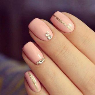 короткие ногти беж