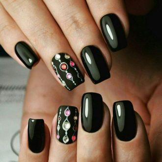чёрные ногти