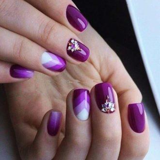 маникюр фиолетово-белый