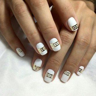маникюр бело-золотой
