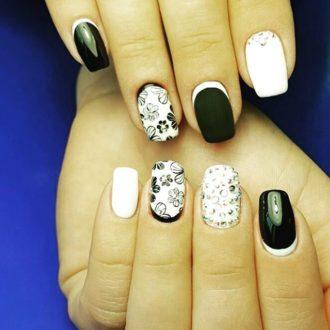 чёрно-белый маникюр на короткие ногти