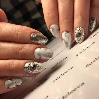 белые ногти мрамор