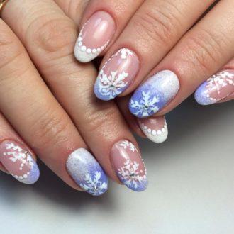 бело-голубые ногти