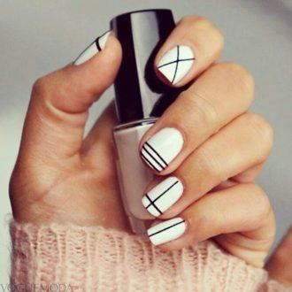 белые ногти с полосками