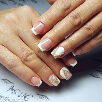белые ногти с декором френч