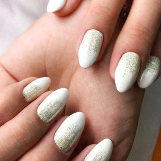 белые ногти с втиркой