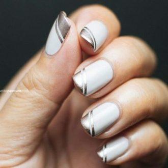 белые ногти с золотыми полосками