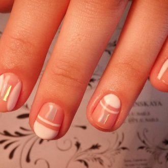 полосатые белые ногти