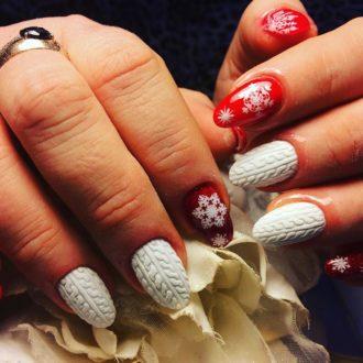 бело-красные новогодние ногти зима