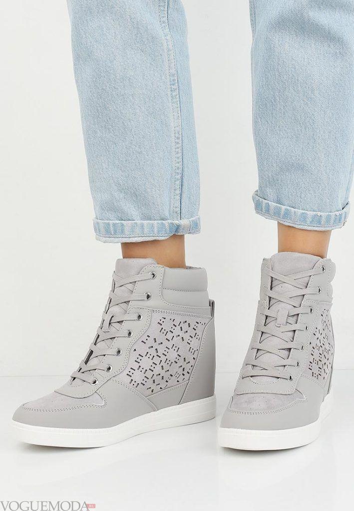 кроссовки серые