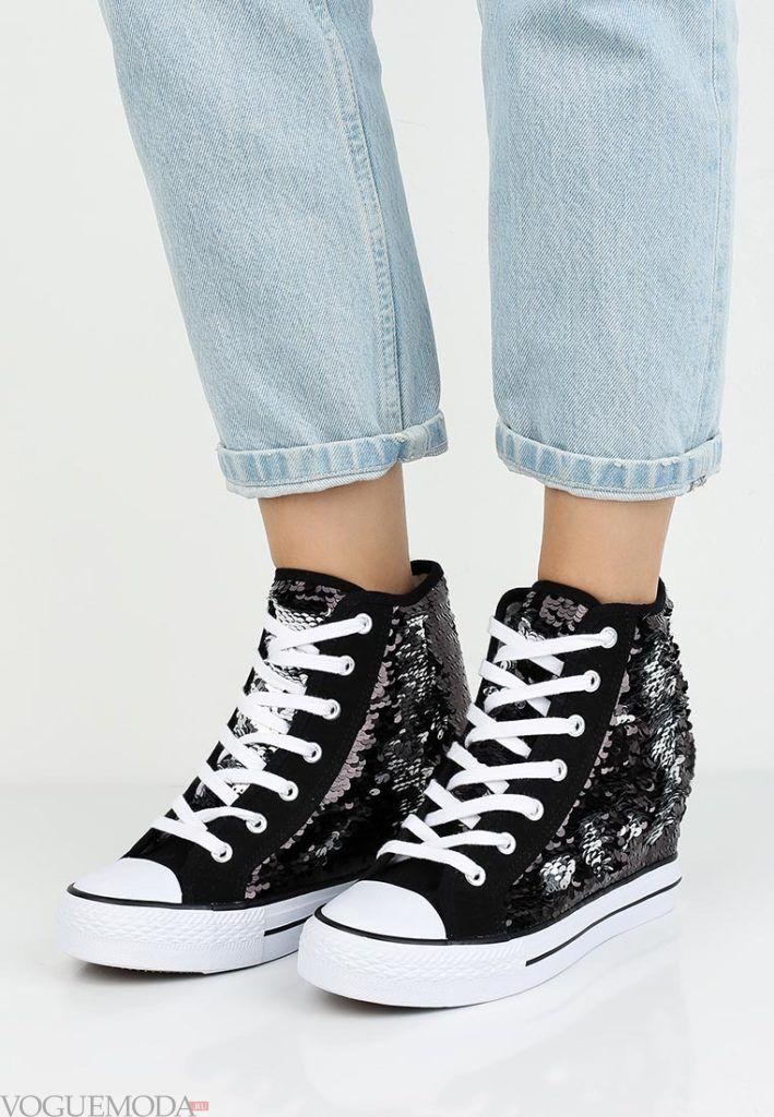 кроссовки с орнаментом