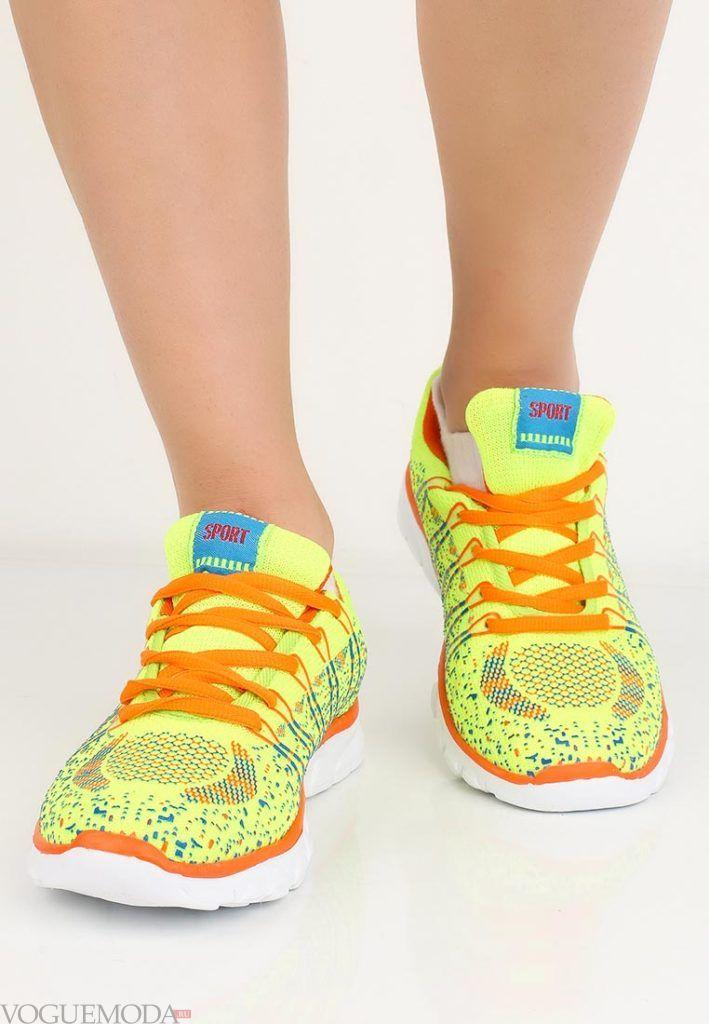 кроссовки с точечкой