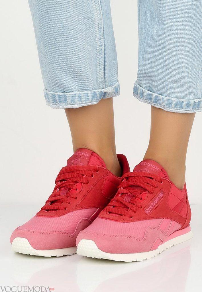 красно-розовые кроссовки