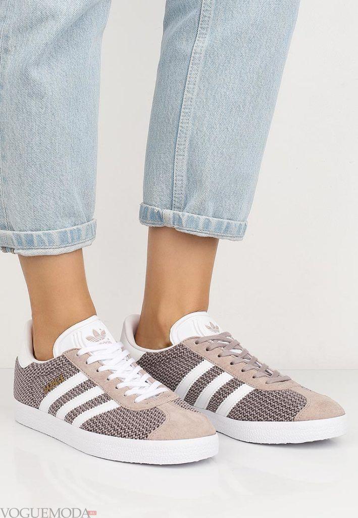 кроссовки с линиями