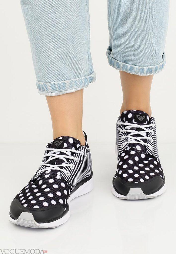 кроссовки в горошек