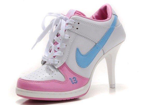 кроссовки на каблуке розовые