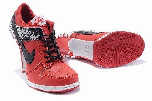 красные кроссовки на каблуке