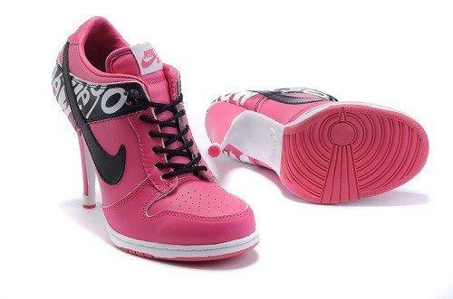 розовые кроссовки на каблуке