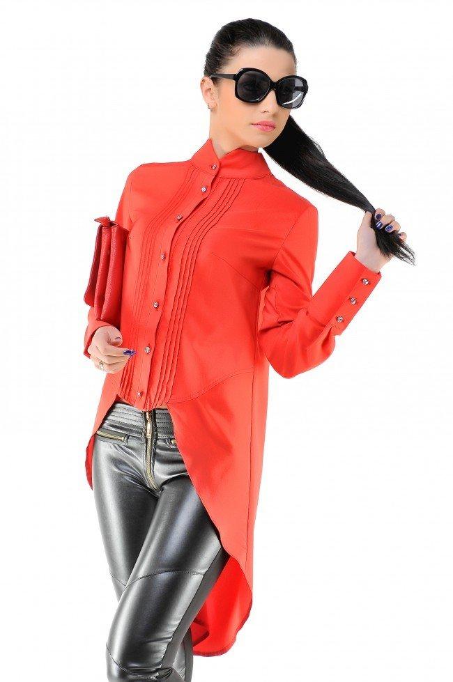модная женская рубашка красная