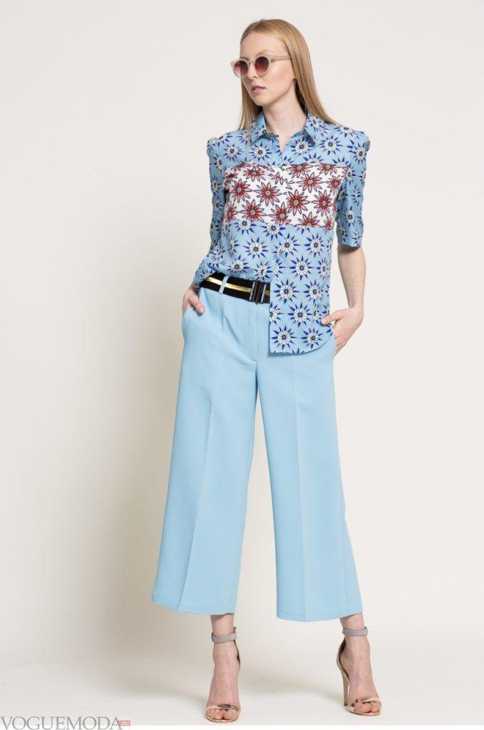 модная женская рубашка в цветочек