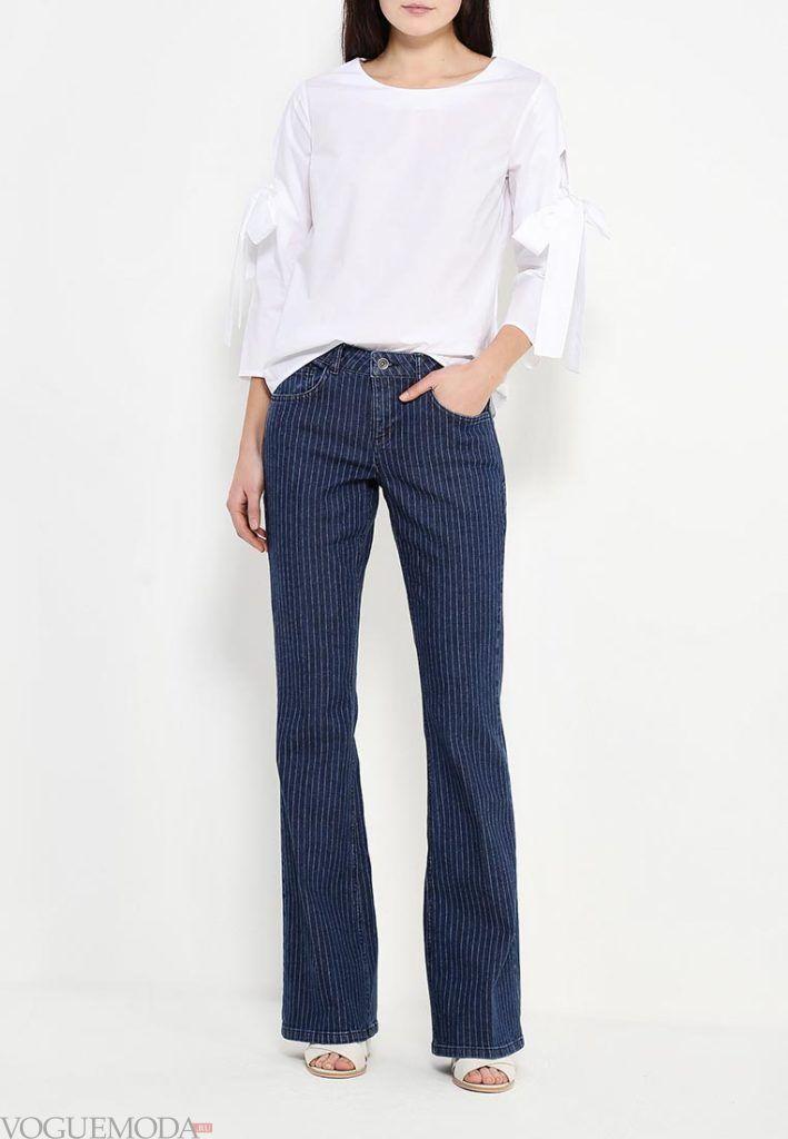 летние джинсы клеш