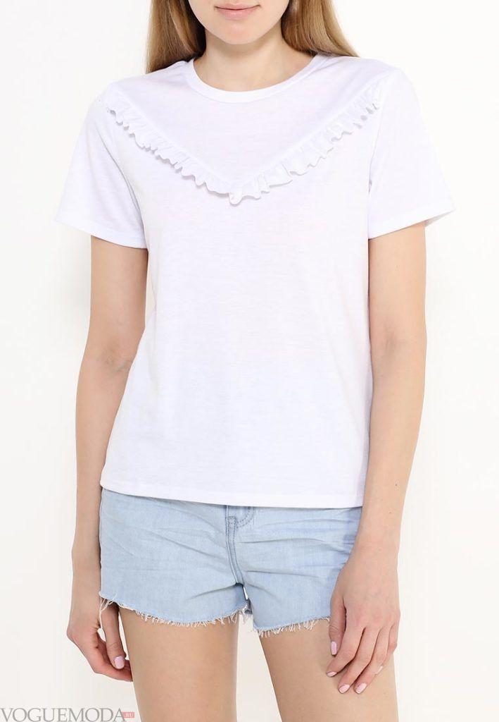 летняя футболка с рюшей