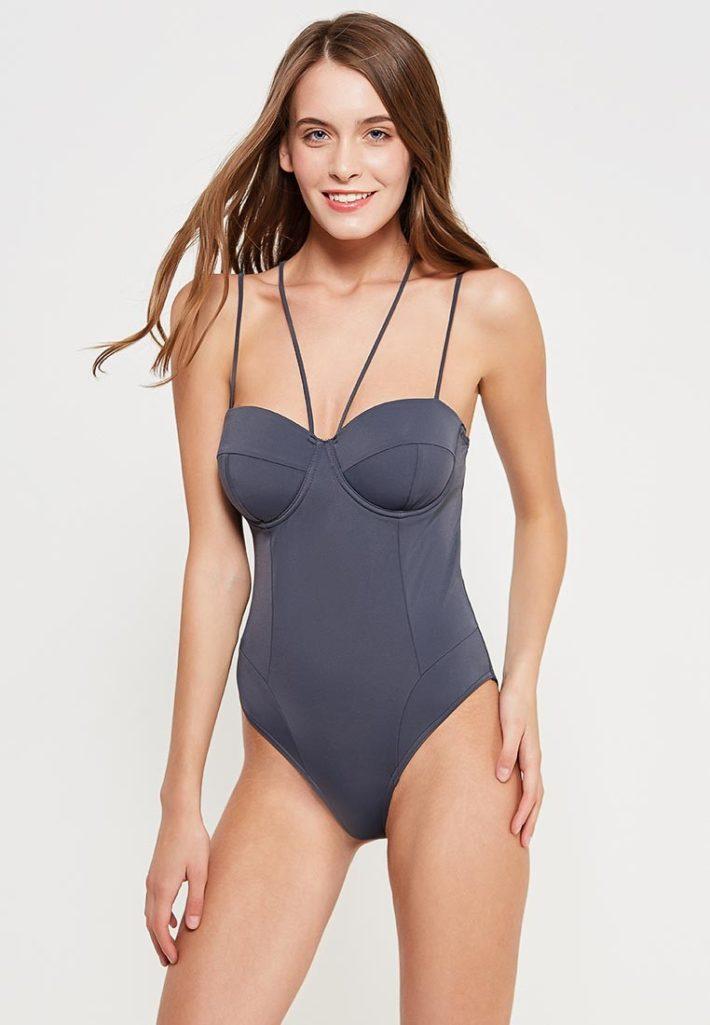 базовый гардероб на лето 2020 - модный купальник серый