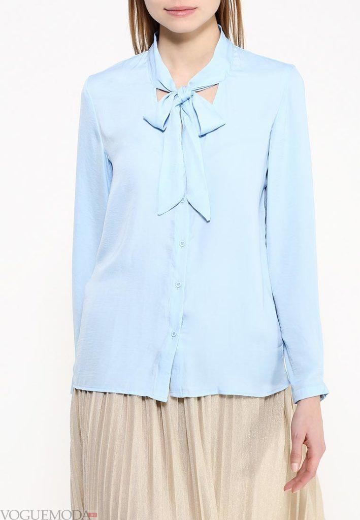 блузка с бантом голубая