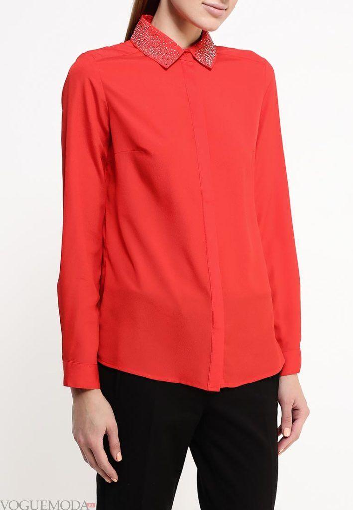 алая блузка рубашка