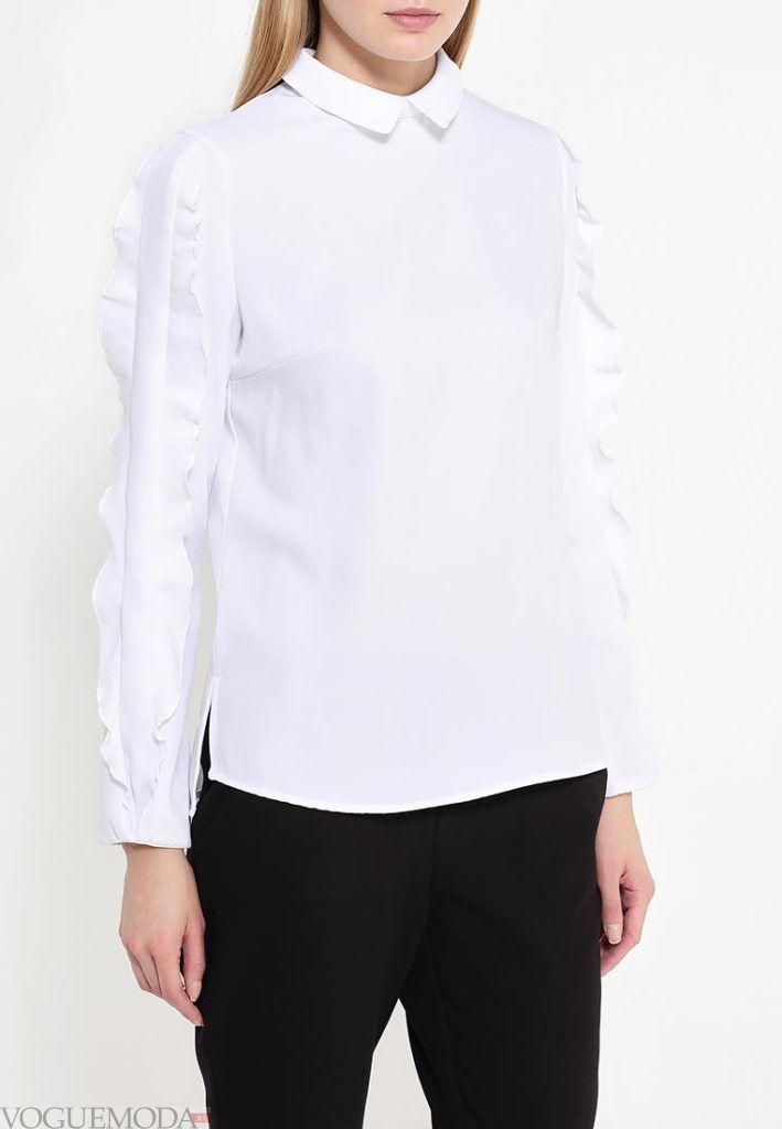 блуза с рюшами белая