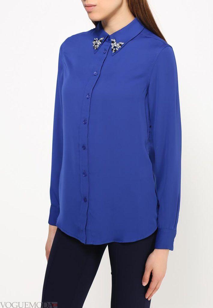 блузка с воротником синяя