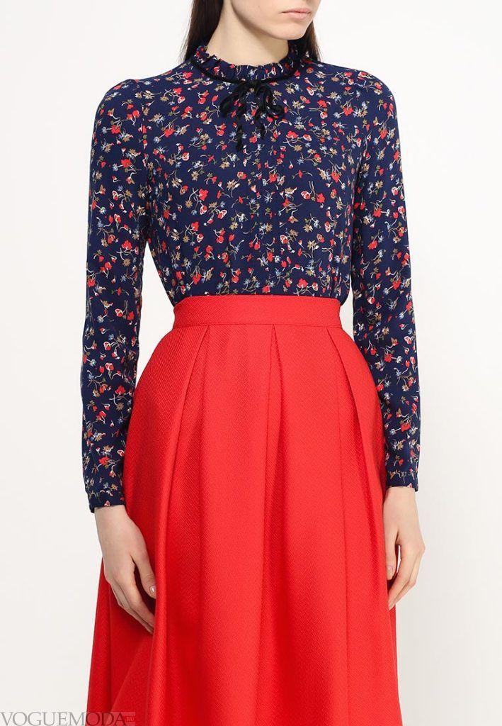 блузка с воротником с рисунком