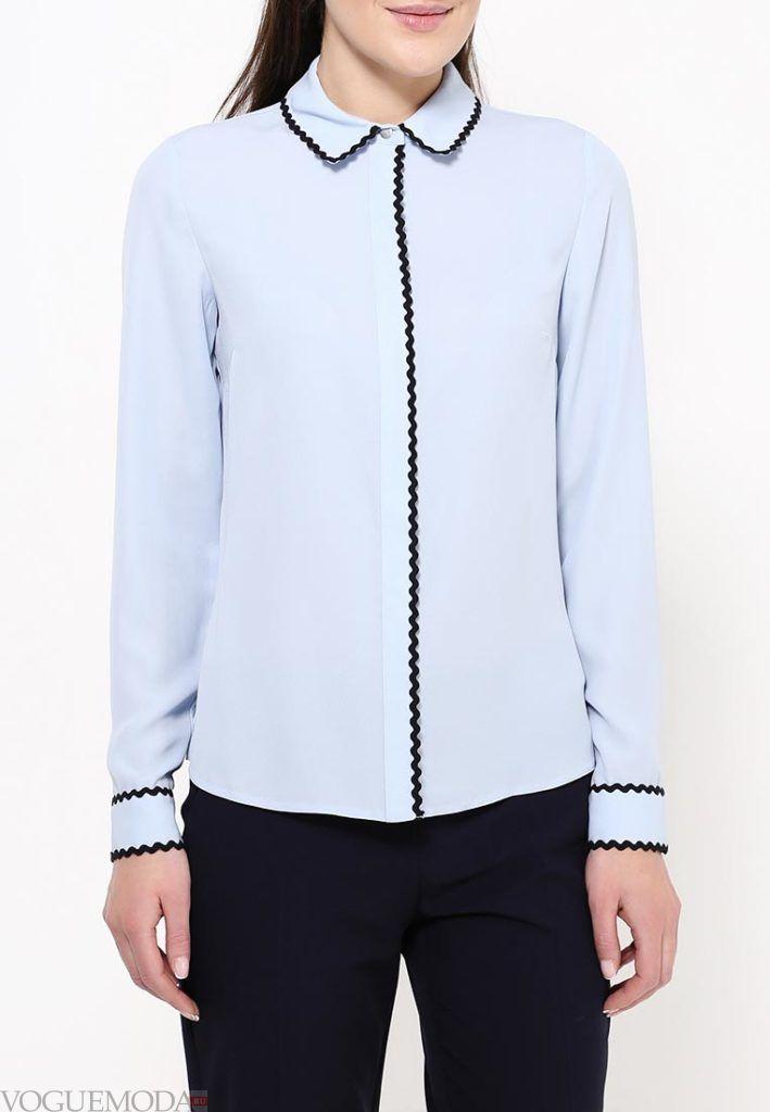 блузка с воротником голубая