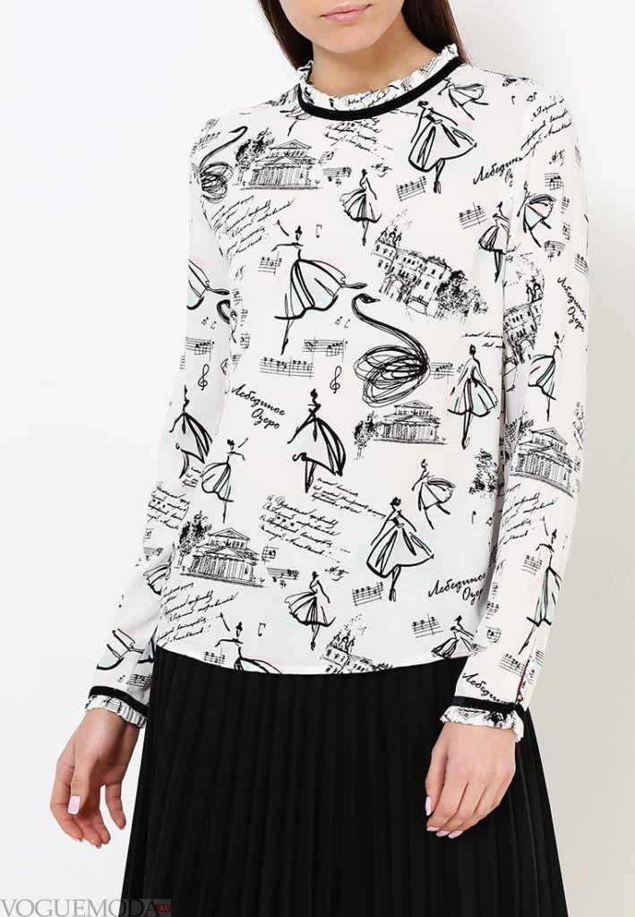 блузка с полоской на воротнике