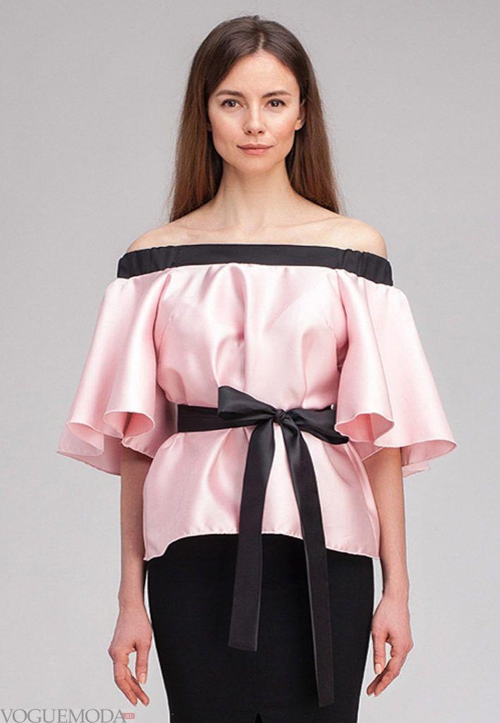 блузка с черным поясом