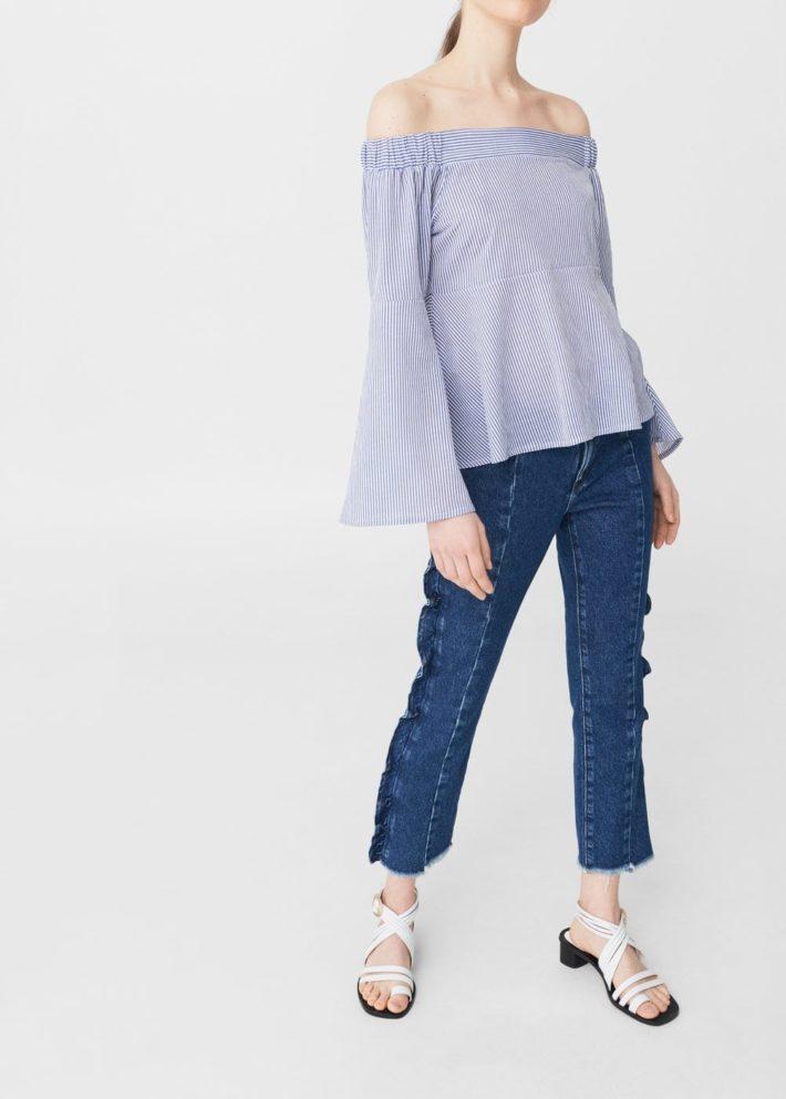 блузка с открытыми плечами голубая