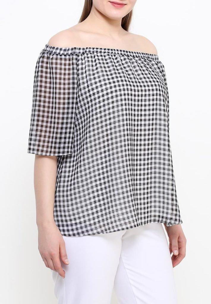 блузка с открытыми плечами клетка
