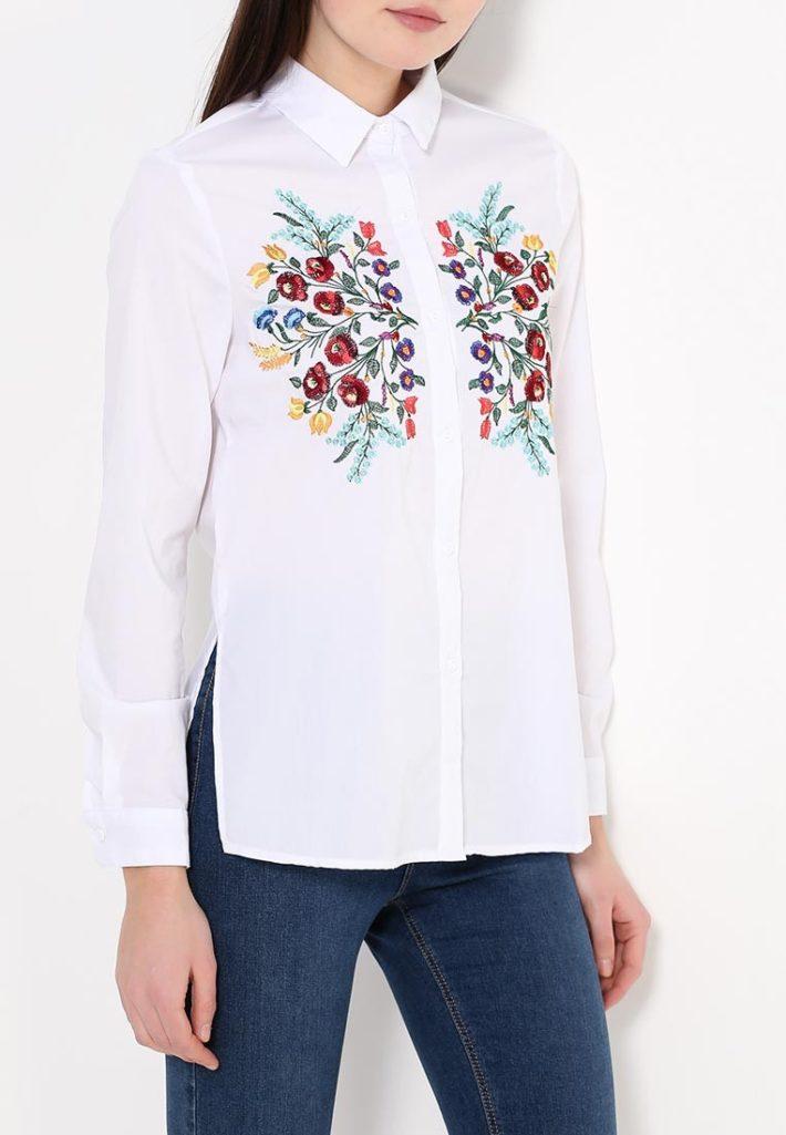 блузка с декором белая
