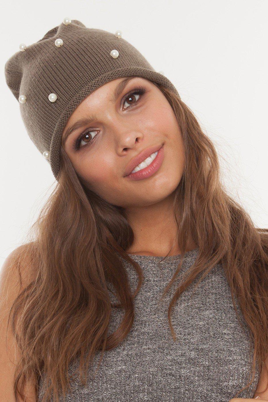 6099c34b594 Головные уборы осень зима 2019 2020  модная шапка с декором