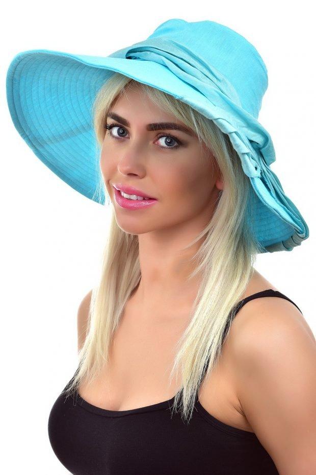 широкополая шляпа голубая