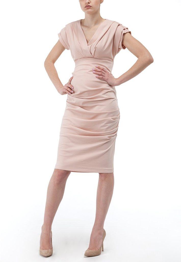 Мода для беременных 2021: платье беж