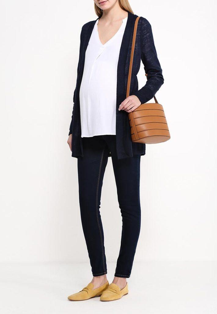 Мода для беременных 2021: лук с кардиганом