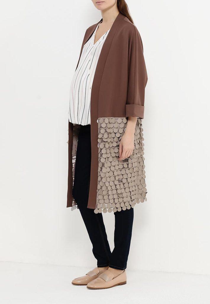 Мода для беременных 2021: лук с декором