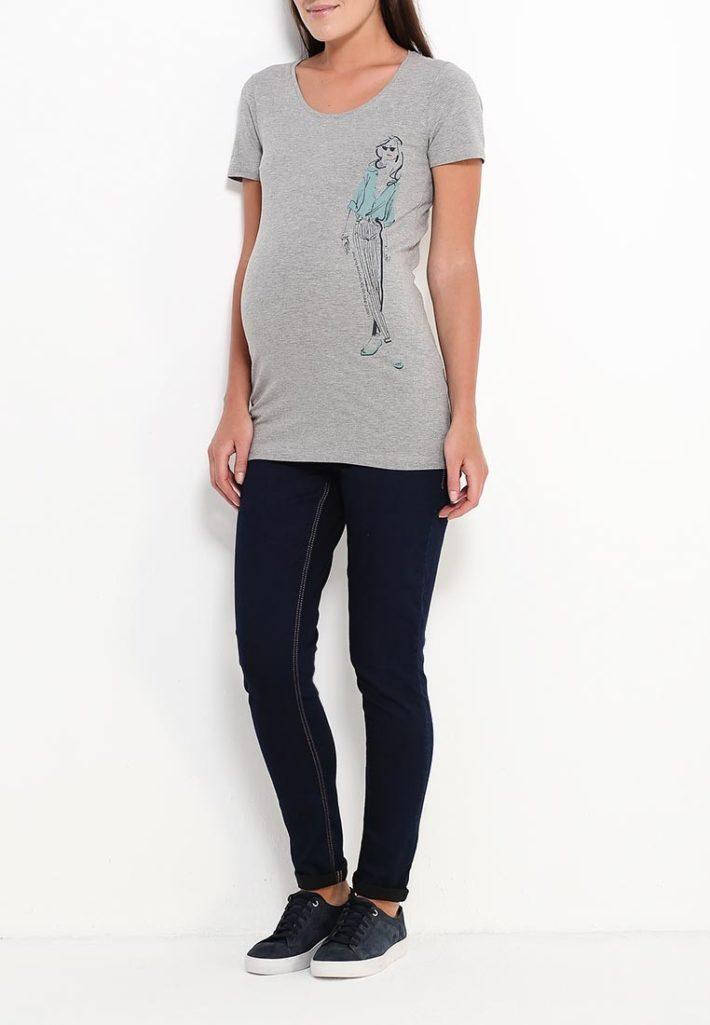 Мода для беременных 2021: лук с футболкой