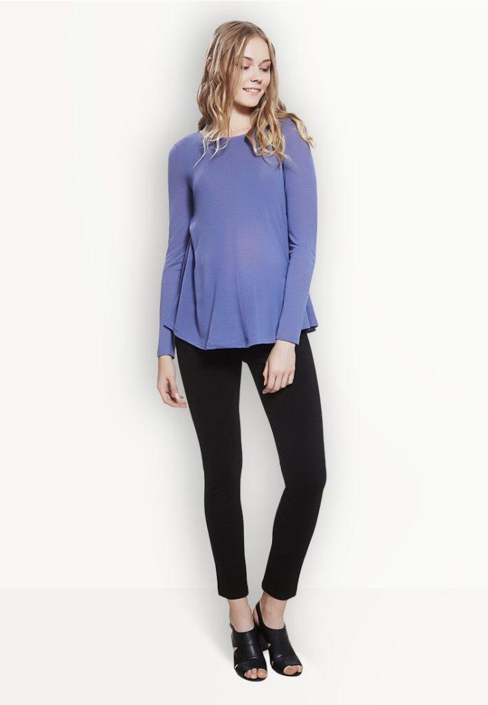 Мода для беременных 2021: лук с брюками