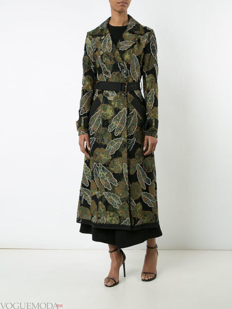 плащи 2019 2020 года: модный с принтом