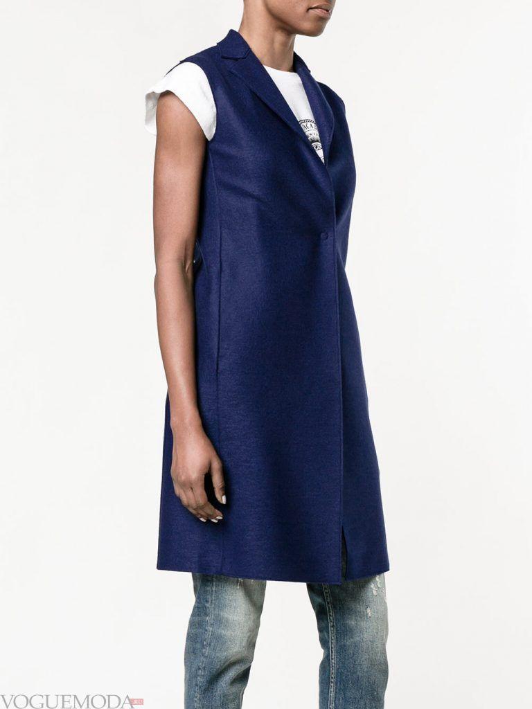 модные женские плащи: без рукавов синий