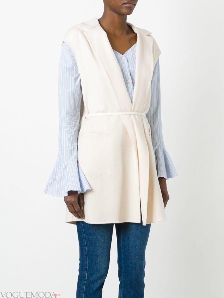модные женские плащи: без рукавов белый