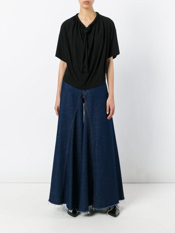Модные тенденции осень зима 2021: джинсы клешные