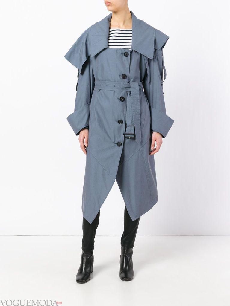 модное пальто голубое